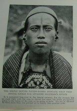 Ini foto Atayal Tribe-man dengan tato di dahi