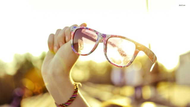 15792-flowery-glasses-in-the-sun-1920x1080-photography-wallpaper